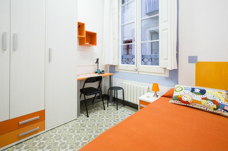 Room (11)-800x600