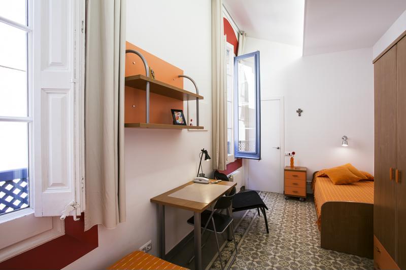 Room (18)-800x600